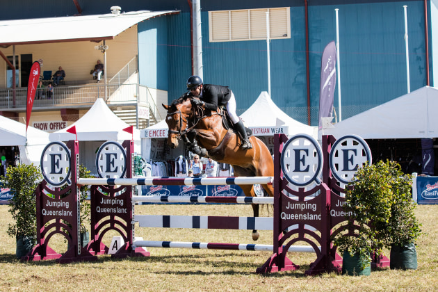 Sam Overton jumping a clear round at the Gatton World Cup. Canon 5DSR, 70-200mm lens @ 85mm. 1/2000s @ f5, ISO 640.